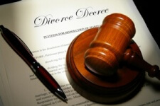 image: Tennessee divorce decree, gavel, and pen