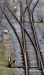 photo rail tracks dividing