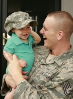 photo u.s. military dad holding his son